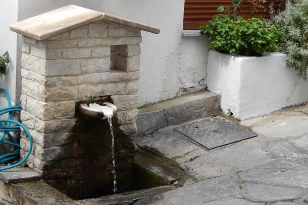 Еще один кран с питьевой водой. Каждый из них не похож на другие