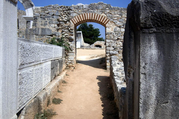 древние арки амфитеатра
