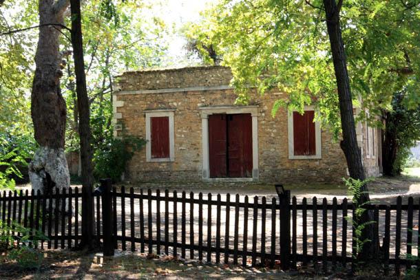 Старый домик из камня
