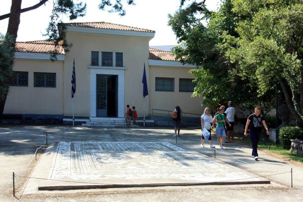 вход в археологический музей