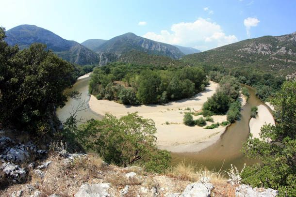 панорама гор и реки Нестос