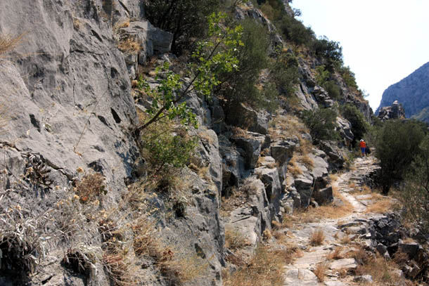 тропа в скале