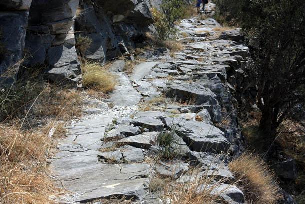 тропа на камнях