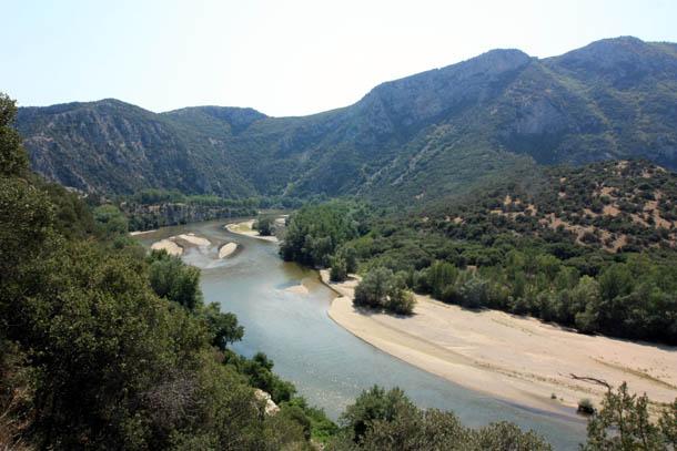 красивая река Нестос