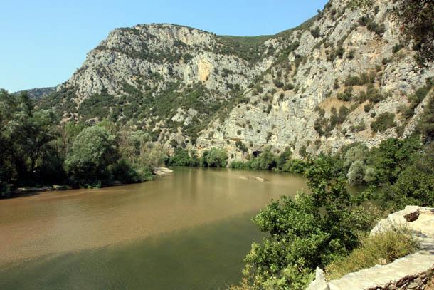 греческие горы и река