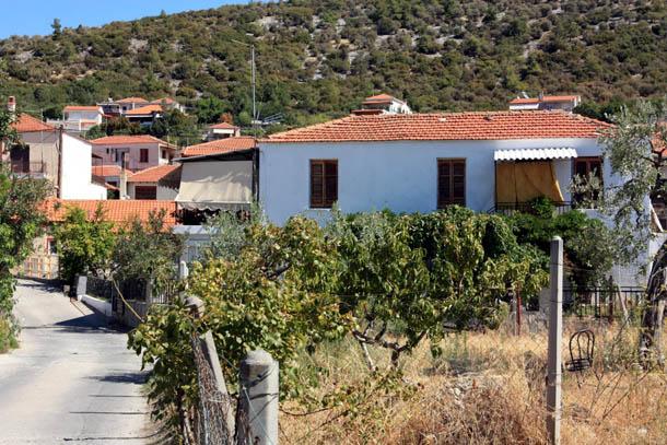 одноэтажный домик в Греции