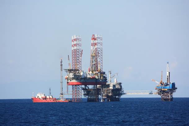 Нефтяная платформа в средиземном море