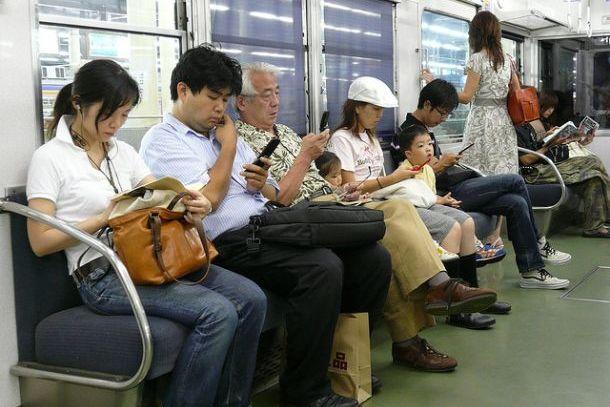 В общественном транспорте, Япония