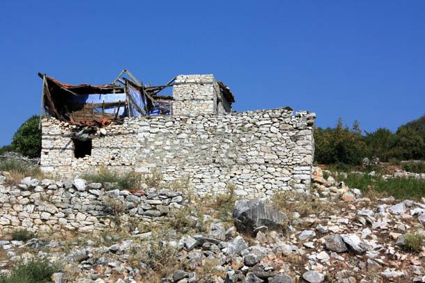 развалины дома в Греции