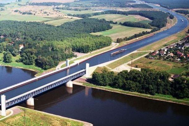 Магдебургский мост вид с верху