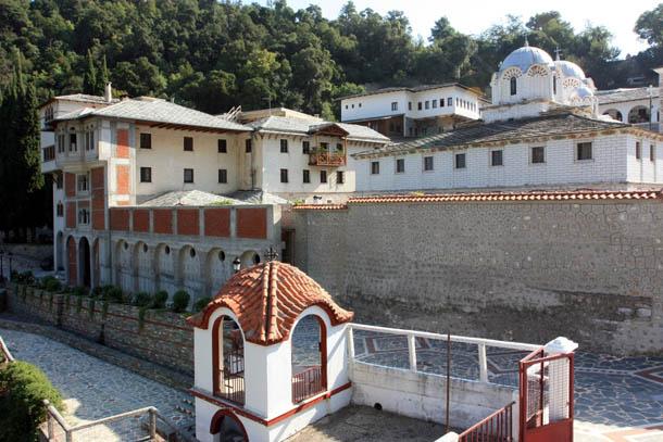 вид монастыря снаружи