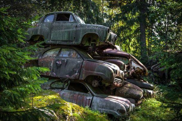 Ретро автомобили на шведском кладбище автомобилей