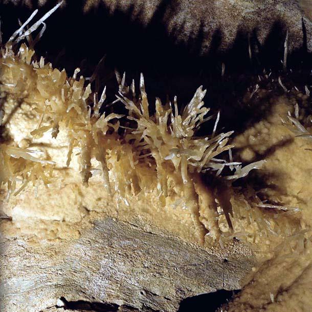 стены пещеры