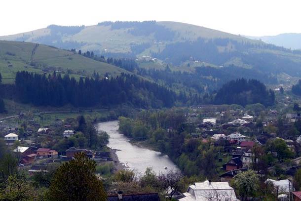 Панорама - вид на реку Черемош.