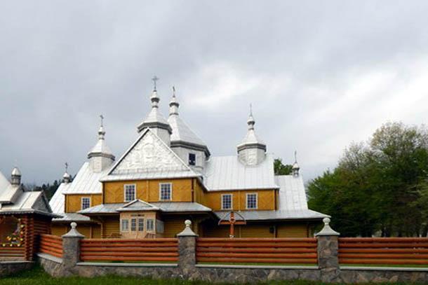 Верховинская церковь.