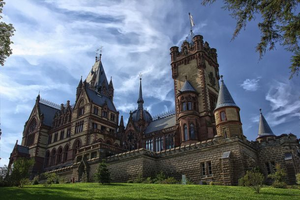 Замок Драхенбург на горе Драхенфельс