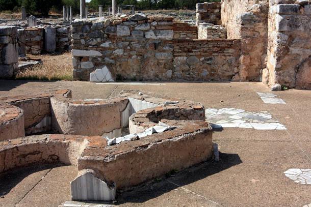 остатки фундаментов строений