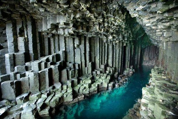 Внутри Фингаловой пещеры