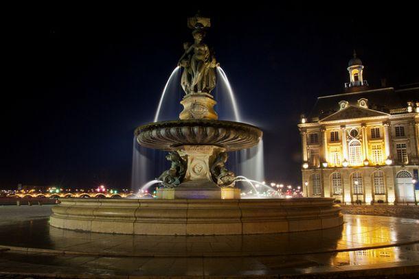 Фонтан с тремя мраморными Грациями в Бордо