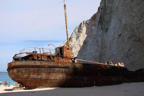 Корабль Панайотис в бухте Навагио