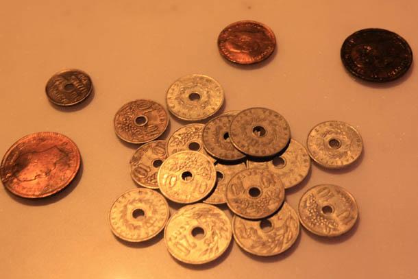древние монеты с дыркой посередине