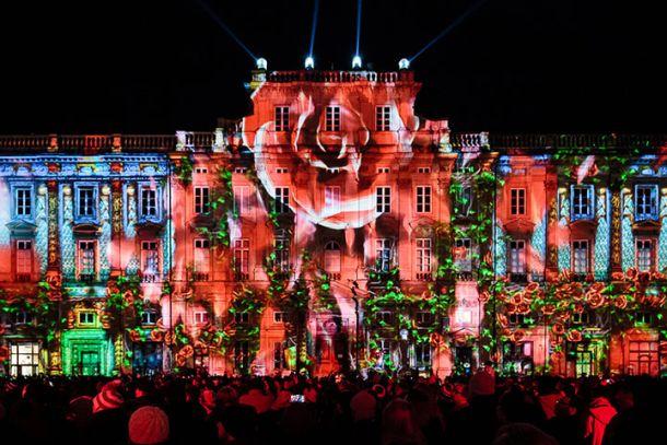 Подсветка здания на фестивале света в Лионе