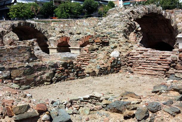 руины древних стен