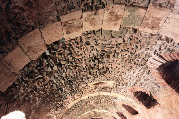 потолок из камня