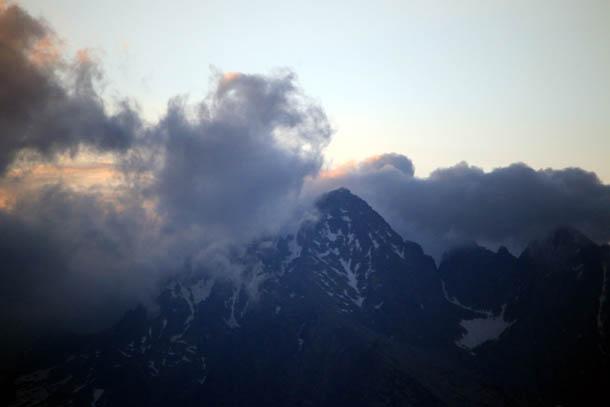 вечерний вид на горы