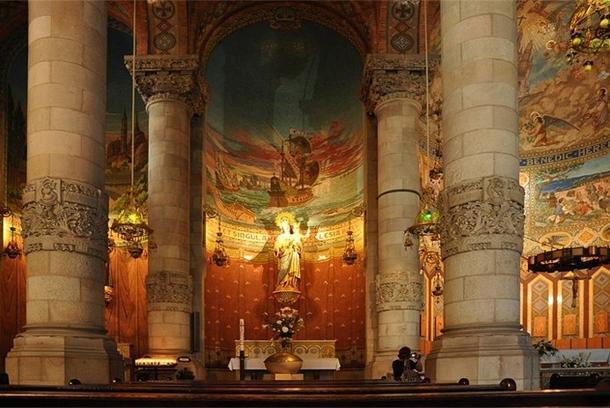 Внутри храма Святого Сердца
