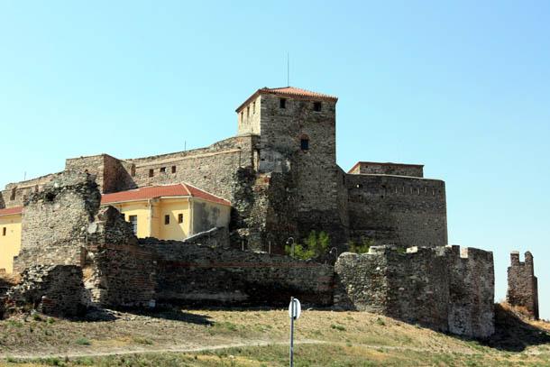 вид на крепость Эптапиргио