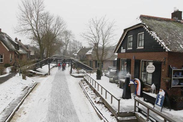 Каналы деревеньки Гитхорн зимой