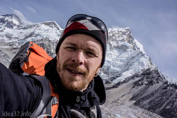 Непал, Гималаи. За спиной - базовый лагерь Эвереста
