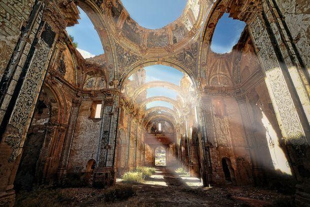 Стены и потолки монастыря Святого Августина