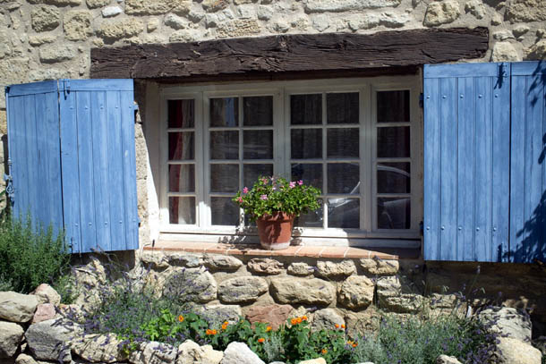 Окно дома в Провансе