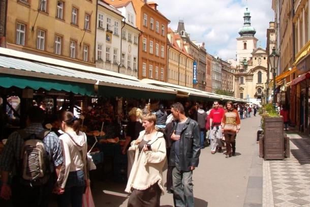 Сувенирный лавки на рынке Хавель