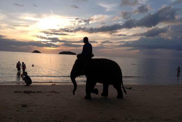 Остров Чанг в Таиланде. Пляж Кай бэй на закате