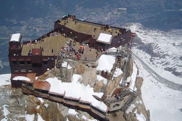 Вершина Агюй дю Миди в Шамони (Франция)