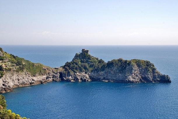 Норманнская башня на побережье Амальфи