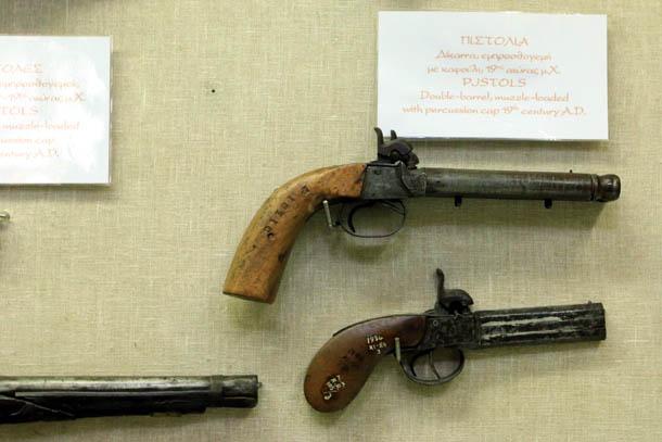 пара пистолетов