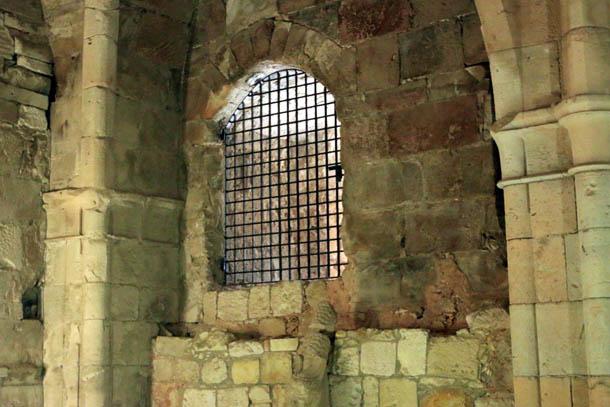 зарешеченное окно