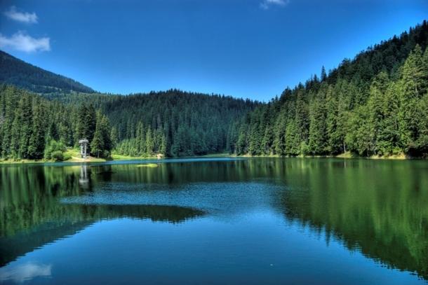 Красота озера Синевир