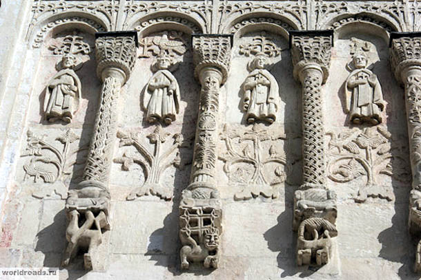 Белокаменная резьба Дмитриевского собора