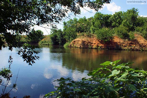 Карьерное озеро на окраине Щепкинского леса