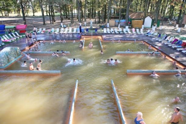Большой термальный бассейн в Косино, Закарпатье