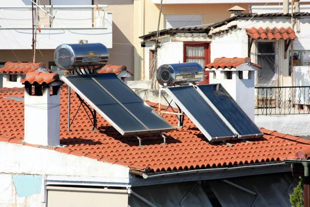 солнечные батареи и бойлер для подогрева воды