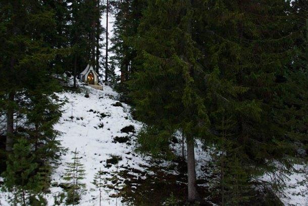 Домик Санты  у подножия горы Гесунда