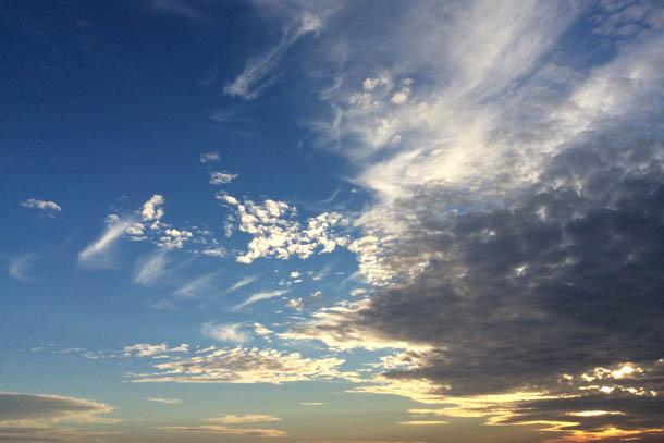 кучевые облака на закате