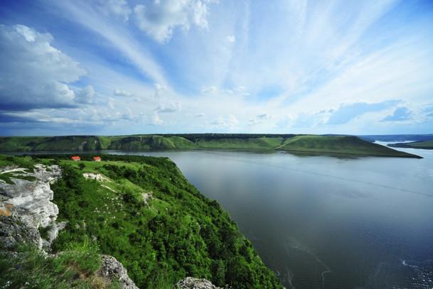 Природа вокруг Бакотский монастырь