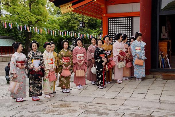 Гейши около о-тяя, Киото